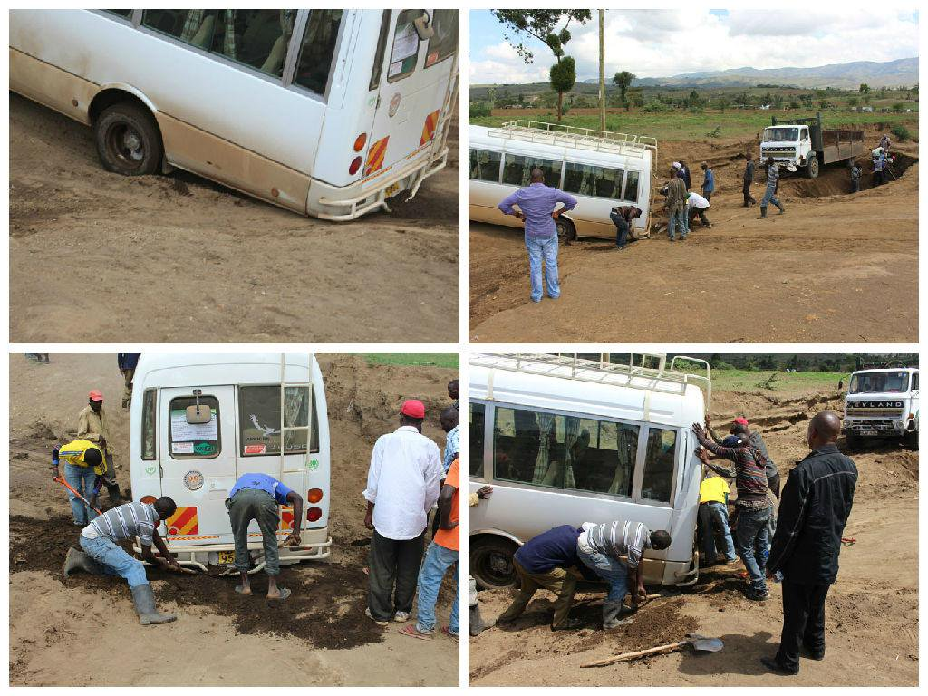 When your bus gets stuck, it's handy to have a group of friendly/willing labourers with shovels just yards away #CBA9 http://t.co/jMIp8pbV99