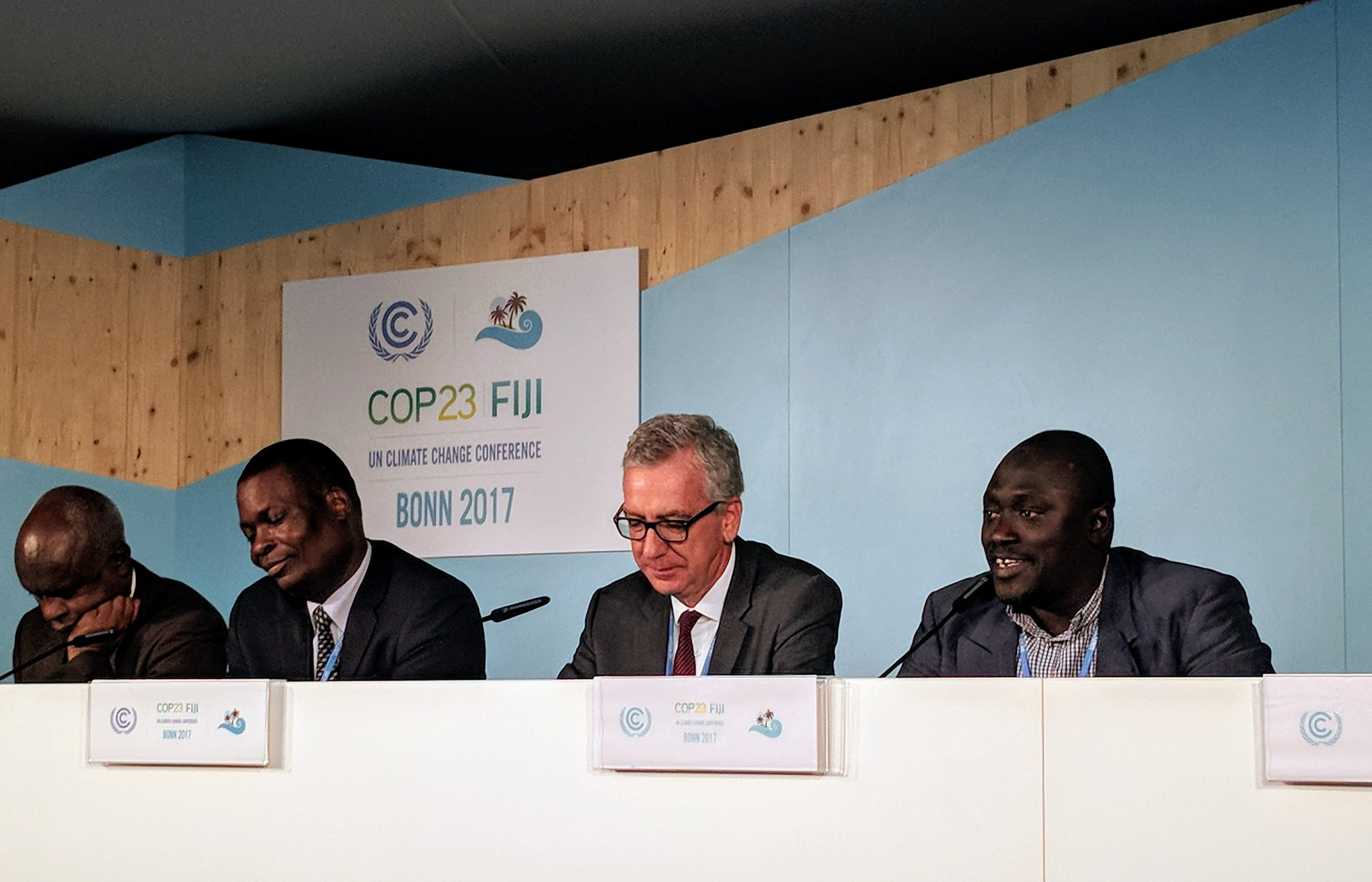 Now hearing from @F_Pigliaru from Sardinia. He reminds us that it's an island in the middle of the Med, and is a bridge between the shores of the sea. #COP23 https://t.co/D7M4RLEuGC