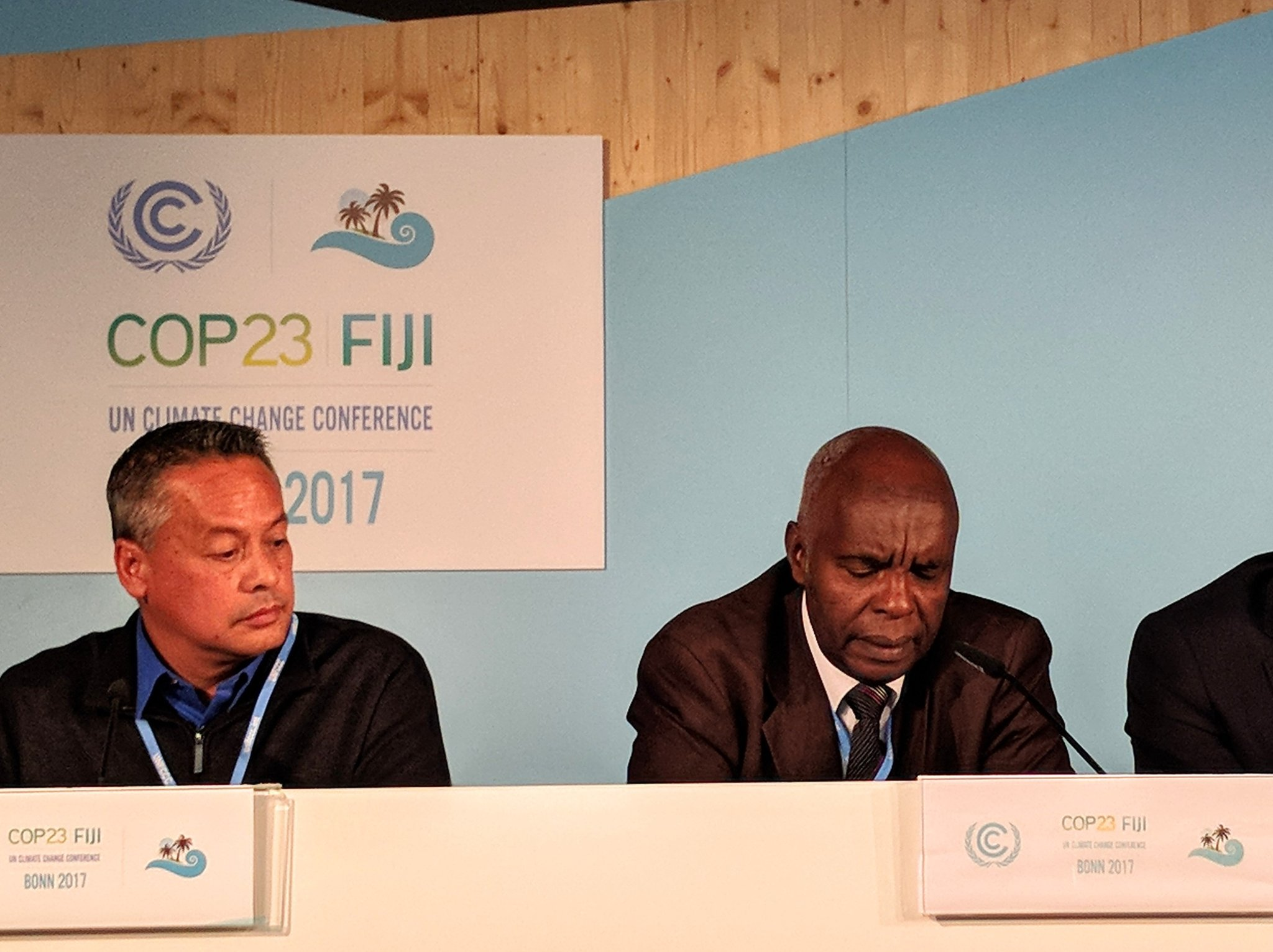 From the county-level in Kenya, @governorkibwana is explaining how they worked with IIED @adaconsortium & others on devolved climate finance #COP23 https://t.co/1b91L3WffQ