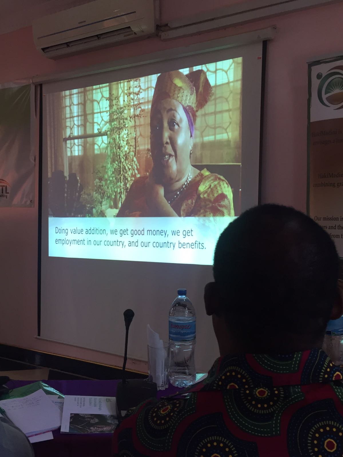 @fittwittar @HakiMadini2012 The Tanzania dialogue participants begin the workshop by watching a film produced for the recent @IGFMining annual meeting on stories of change in artisanal & small-scale mining #ASM https://t.co/bYGGaG8kKM