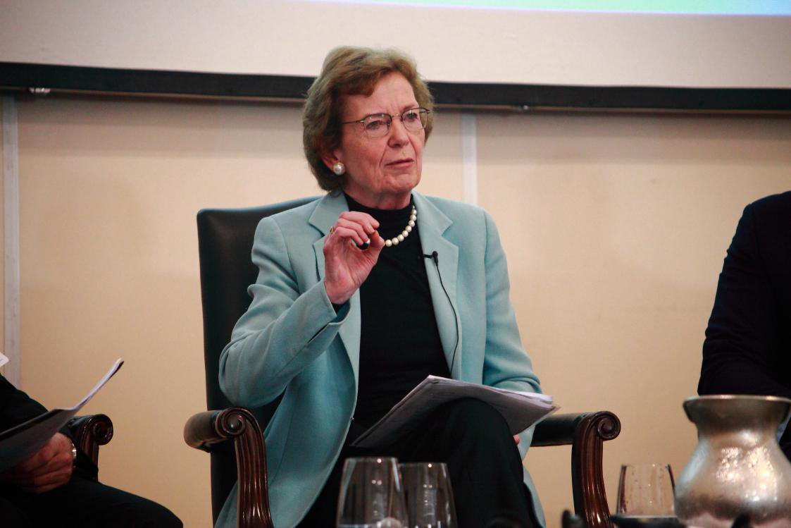 #zerozero: 'We can do that', says Mary Robinson @MRFCJ, introducing panel on Day 2 of D&C Days. http://t.co/KEX54r3gLJ
